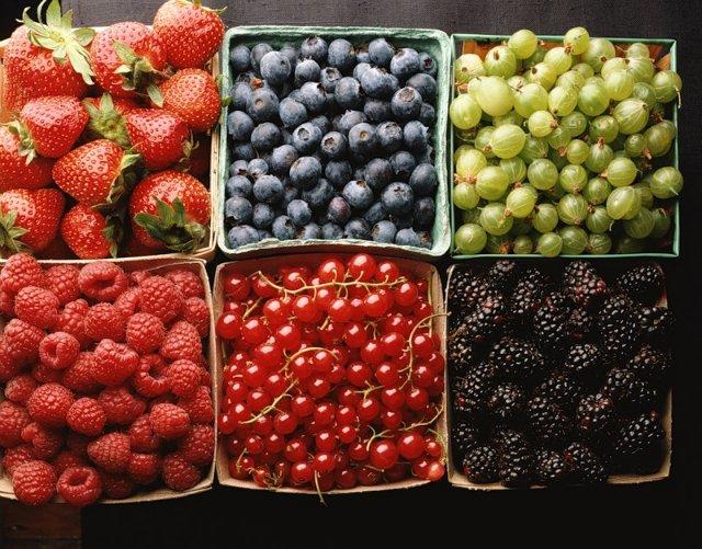Если добавить кашицу из ягод в скрабы для тела, можно получить не только подтягивающий, но и оздоровительный эффект.